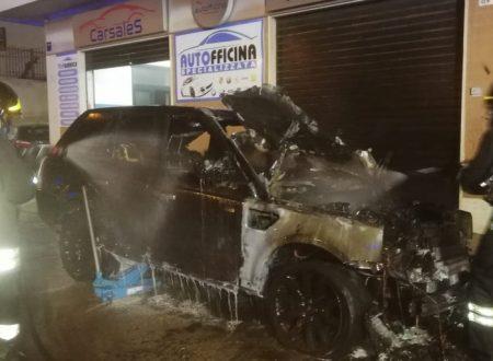 Quattro auto di una concessionaria distrutte dalle fiamme