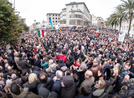 Tutti con Gratteri: narrazione di una piazza che ha sete di giustizia