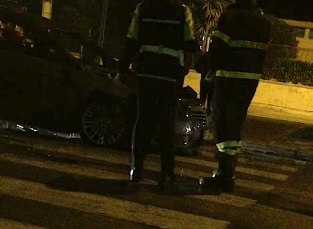 Auto in fiamme alle ore 20:00 davanti alla chiesa Santa Famiglia