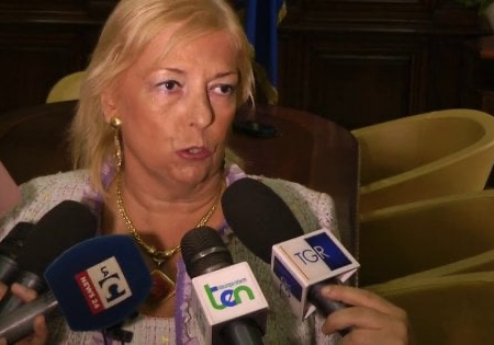 Il prefetto di Cosenza, Paola Galeone, agli arresti domiciliari per una mazzetta da 700 euro. Il ministro Lamorgese la sospende