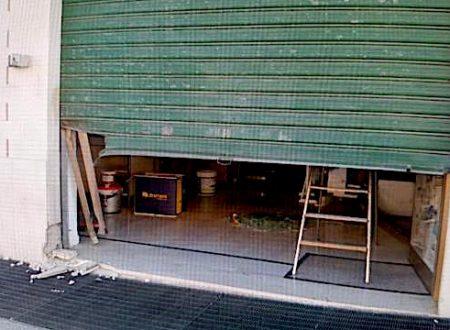 Lucera, bomba esplode davanti a negozio per bambini non ancora inaugurato: indagano i cc