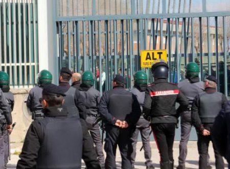 Foggia, fuga da film dal carcere: 80 evadono, 23 ancora ricercati. Caccia all'uomo in Molise