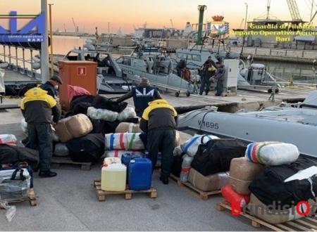 Una tonnellata di droga dall'Albania, bloccate imbarcazioni: due arresti