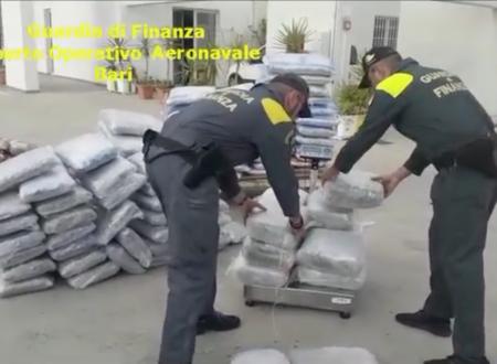 Brindisi, GdF intercetta scafo con oltre mezza tonnellata di droga: arrestato 31enne