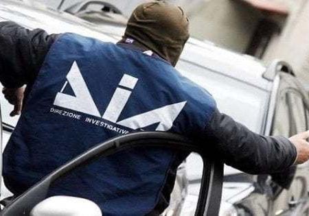 Mafia, arrestati due carabinieri nel Barese: avrebbero dato al clan informazioni su indagini e controlli