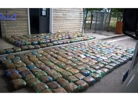 Traffico di stupefacenti e documenti falsi, 37 arresti in Italia e Albania: in manette funzionario di Polizia