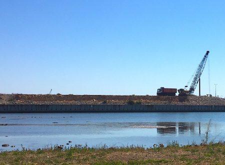 """Il sindaco Minervini ci spieghi questo strano """"movimento terra"""" che sta avvenendo nel cantiere del nuovo porto."""