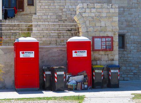 Il Sindaco revochi o sospenda, in autotutela, le autorizzazioni dei due chioschi in Cala Sant'Andrea