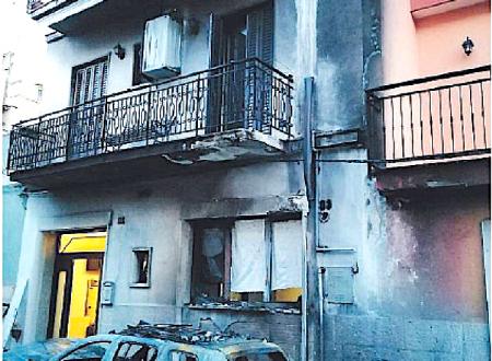 Attentato incendiario a Toritto: in fiamme l'auto di una dirigente comunale