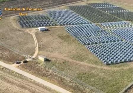 Truffa sugli incentivi per il fotovoltaico: sequestrati 10 impianti e patrimoni per 39 milioni di euro