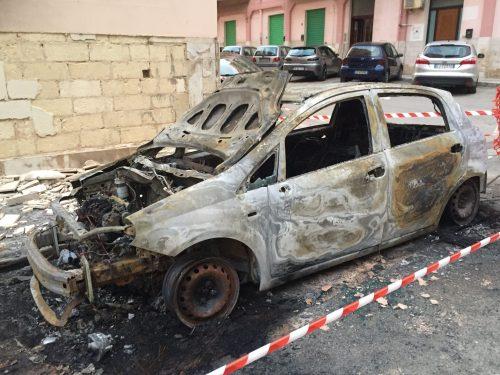 L'incarico ad un legale per occuparsi degli incendi auto è pura propaganda