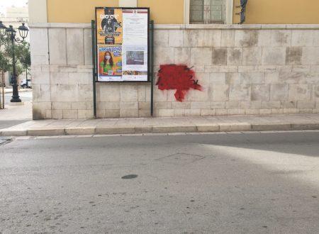 Vandalizzato il muro del Palazzo Gagliardi