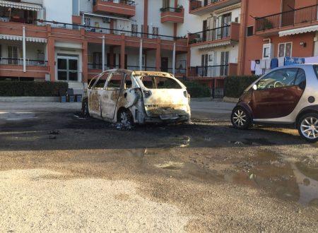 Ancora notte di fuoco a Molfetta, distrutta un'auto e danneggiata gravemente un'altra.