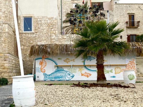 """Da oltre due mesi la """"Casa del mar"""" occupa abusivamente il suolo pubblico"""