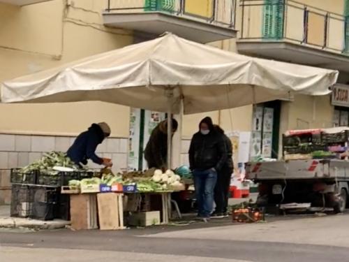 Sequestrate decine di cassette di frutta a venditore abusivo