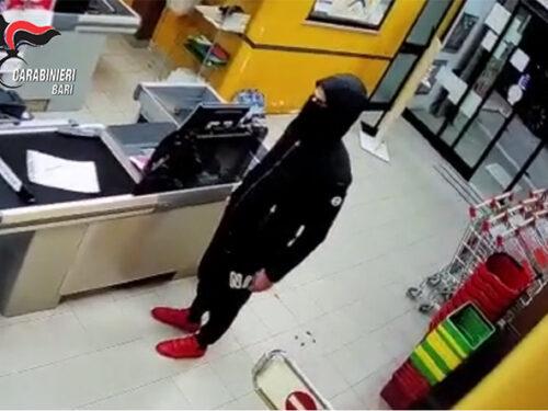 Rapina ai danni di un supermercato in pieno centro a Molfetta. Fermato un 32enne molfettese