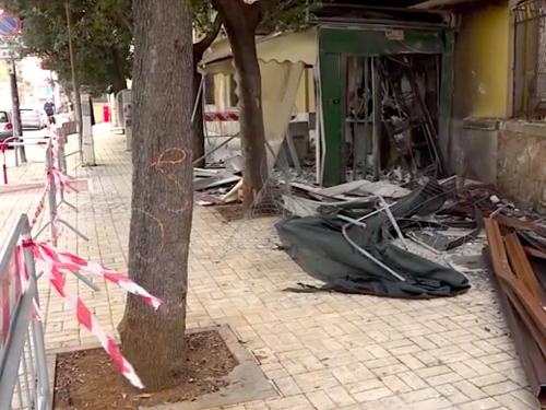 Brindisi, ordigno rudimentale distrugge chiosco panetteria