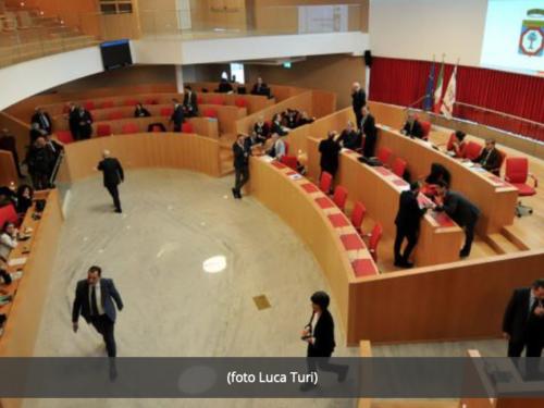 Regionali Puglia, Tar cancella due seggi alla maggioranza di Emiliano: passa a 27