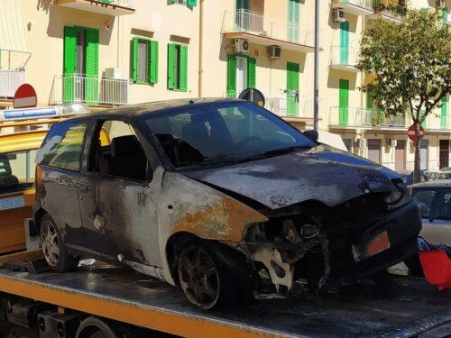 Ancora sconosciuta la dinamica che ha causato l'incendio delle due auto in via Baccarini