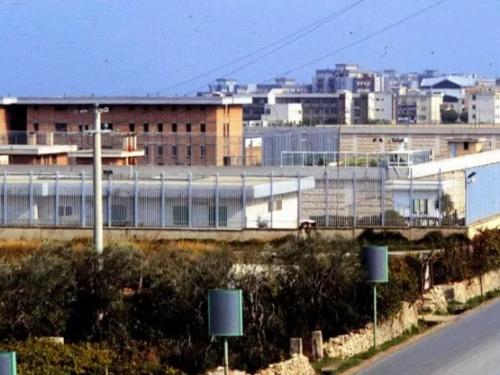 """Trani, detenuto morto in cella: la Procura indaga per omicidio colposo. Il Garante: """"Incompatibile con il carcere"""""""