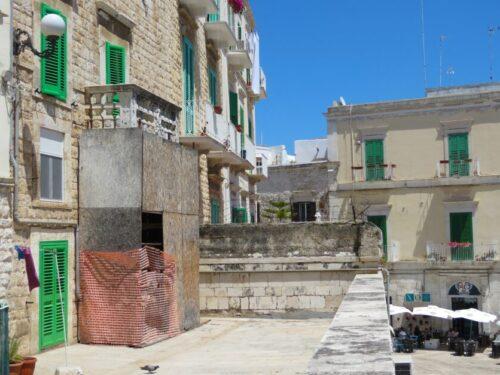 Sulla Muraglia di Molfetta, un cantiere infinito o un abuso edilizio nascosto? La Sovrintendenza chiede spiegazioni al Comune di Molfetta?