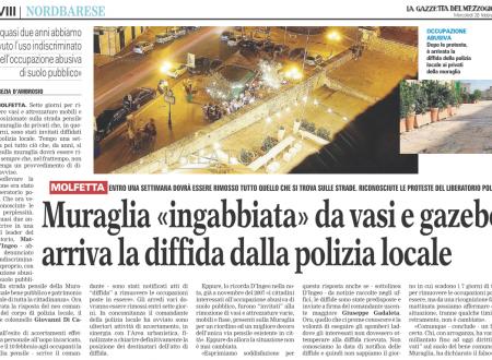 """Muraglia """"ingabbiata"""" da vasi e gazebo, arriva la diffida dalla polizia locale"""